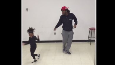 Photo of This Little Girl Totally Steals the Show after Interrupting Her Brother's Dancing Session!