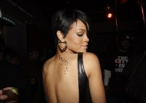 rihannas-neck-tattoo1